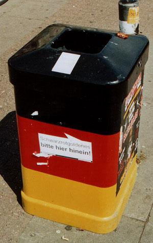 Noch ein utschland-Mülleimer in der Hamburger Innenstadt